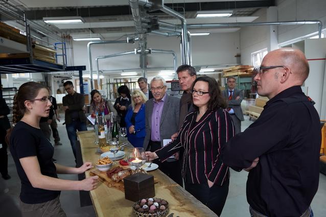 Bundesarbeitsministerin Andrea Nahles besucht die Tischlerei Hendgen in Koblenz.